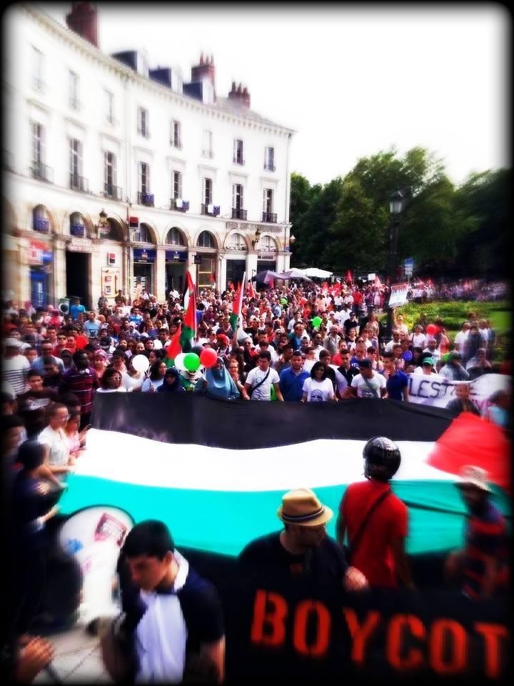Tours Solidarité Palestine 1907 arrivée Place Jean-Jaurès