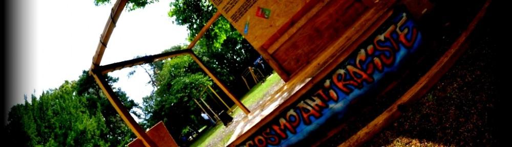 """Notre stand """"Cosmo-Antiraciste"""" de retour au village associatif du Festival Cosmopolite !"""