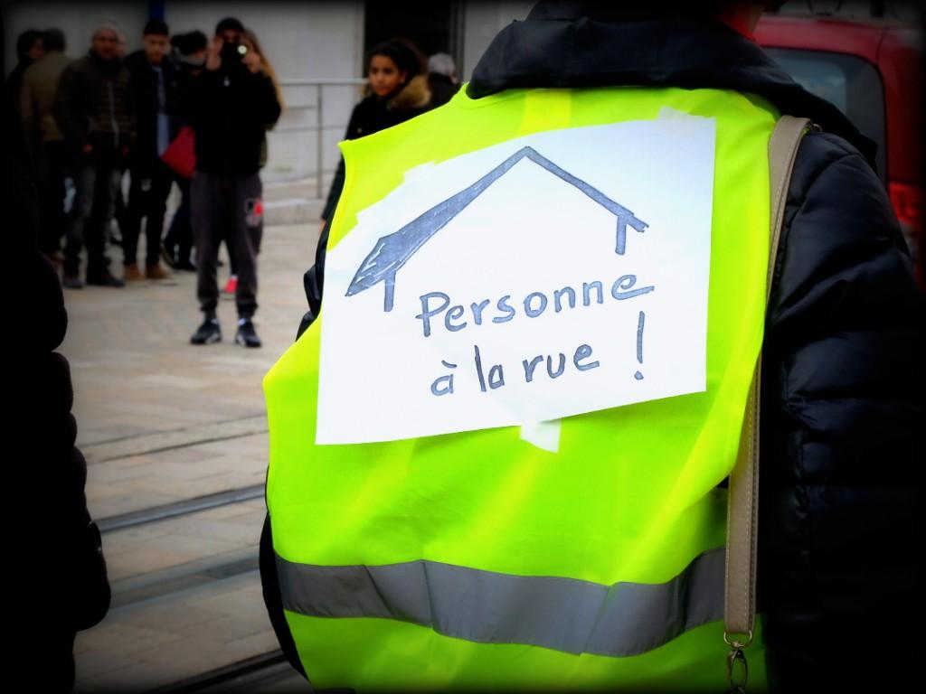 21 mars 2015 Persone à la rue Photo La Rotative