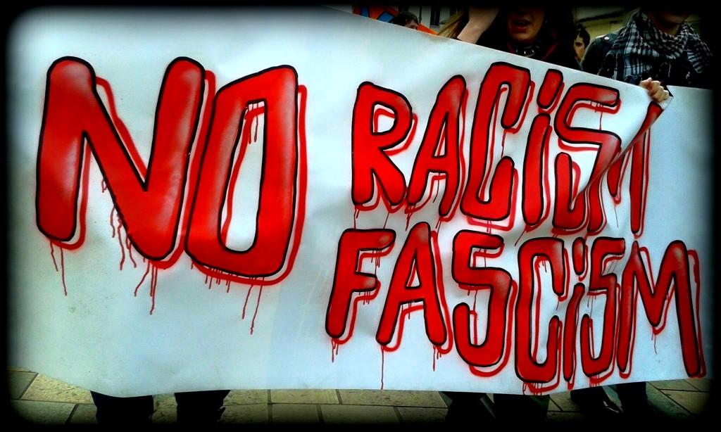 21 mars antiraciste à Tours, Banderole No racism No Fascism