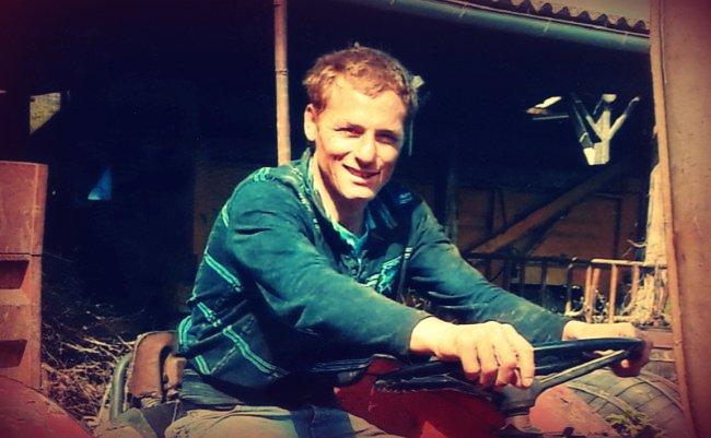 Angelo Garand au volant d'un tracteur
